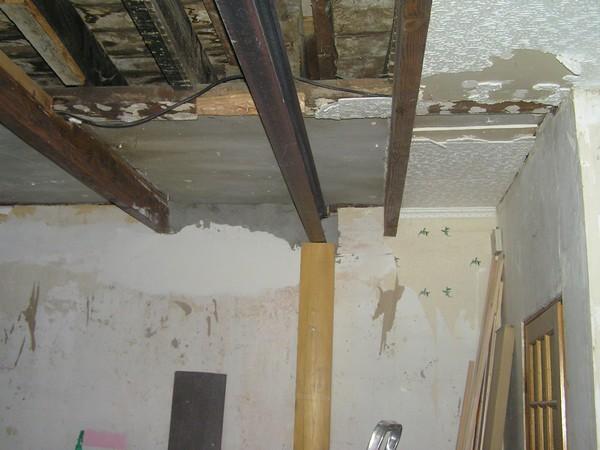 Peinture mur et plafond sur porte niort modele devis for Fixation faux plafond suspendu