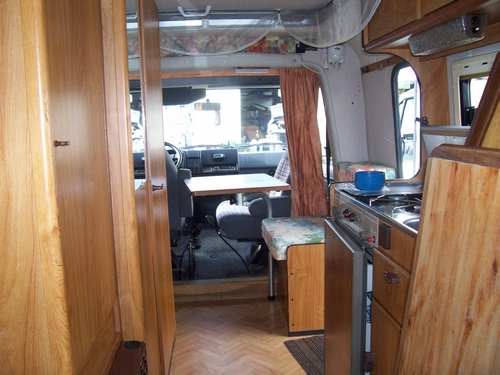 passage au ancien camping car eriba. Black Bedroom Furniture Sets. Home Design Ideas