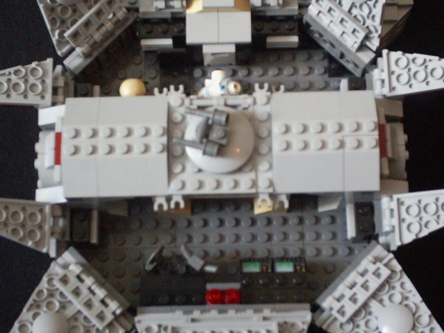 Millenium falcon minifig midi scale lego star wars for Interieur faucon millenium