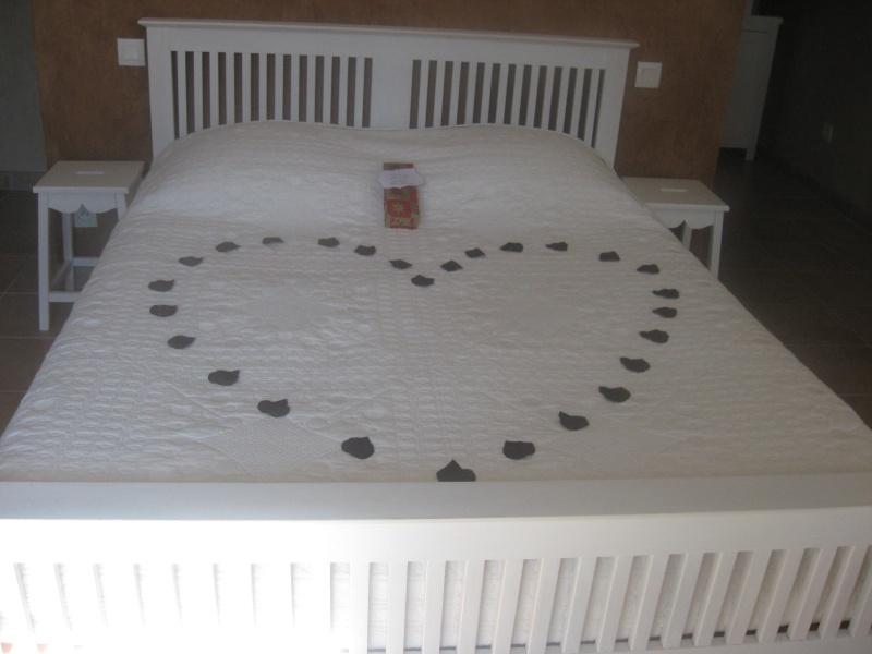 comment decorer une chambre pour une nuit d 39 amour. Black Bedroom Furniture Sets. Home Design Ideas