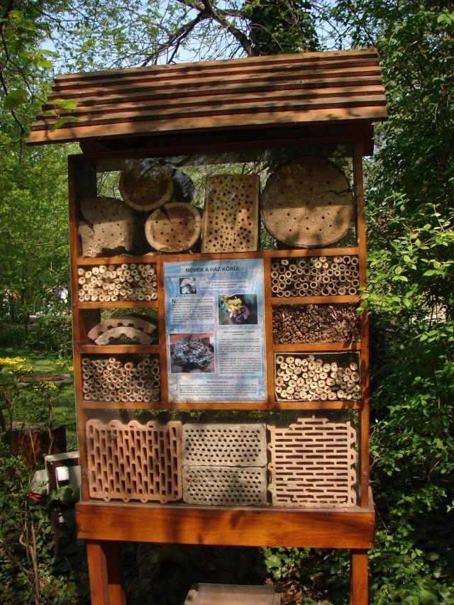 Panneau d'information pour fabriquer des nichoirs à insectes
