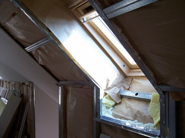 encadrement en placoplatre d'un velux C02 sur http://sc2a.eu/amenagement-comble/galerie-photos/