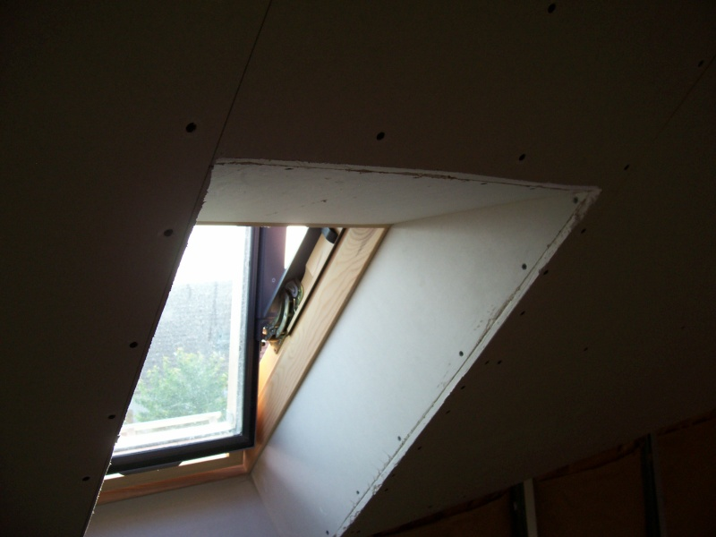 Entourage de velux en placoplatre am nagement des combles for Comment poser des velux